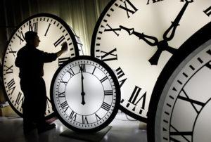 jadikan tiap waktu berarti, waktu yang biasa jadi luar biasa, ciptakan tiap waktu dengan penuh makna, waktu adalah mata uang dunia, manfaatkan waktu dengan cermat