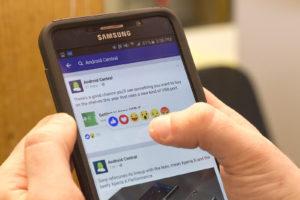 Facebook bermanfaat buat orang lanjut usia, facebook populer di lansia